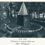 <!--:da-->Mindesmærke for de faldne, Egen Kirkegård<!--:--> <!--:de-->Denkmal für die Gefallenen, Friedhof Eken.<!--:--> <!--:en-->Memorial to the fallen, Egen churchyard.<!--:-->