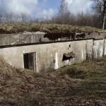 <!--:da-->Den dobbelte ammuntionsbunker, Andholm Batteri.<!--:--> <!--:de-->Der doppelte Munitionsbunker, Batterie Andholm.<!--:--> <!--:en-->Double magazine bunker, Andholm Battery.<!--:-->