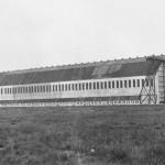 <!--:da-->Toska-hallen set fra sydøst.<!--:--> <!--:de-->Toska-Halle Ansicht von Südosten.<!--:--> <!--:en-->Toska hangar seen from the southeast.<!--:-->