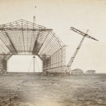 <!--:da-->Toska-hallen under nedrivningen 1923.<!--:--> <!--:de-->Toska-Halle beim Abriss 1923.<!--:--> <!--:en-->Toska hangar being pulled down, 1923.<!--:-->