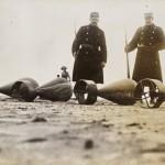 <!--:da-->Zeppelinbomber fra L3 på stranden ved Fanø, 1915.<!--:--> <!--:de-->Zeppelinbomben von L3 auf dem Strand von Fanø, 1915.<!--:--> <!--:en-->Zeppelin bomber from L3 on the beach at Fanø, 1915.<!--:-->
