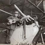 <!--:da-->Tysk pilot på sin flyver inde i hangaren.<!--:--> <!--:de-->Deutscher Pilot auf seinem Flugzeiug im Inneren des Hangars.<!--:--> <!--:en-->German pilot in his plane inside the hangar.<!--:-->