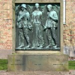 <!--:da-->Mindesmærket for de faldne, Aabenraa Skt. Nikolaj<!--:--> <!--:de-->Denkmal für die Gefallenen, Nikolaikirche, Apenrade.<!--:--> <!--:en-->Memorial to the fallen, Aabenraa Skt. Nikolaj.<!--:-->