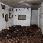 <!--:da-->Indre af halvdelingsbunker, Kalby Skov.<!--:--> <!--:de-->Innenansicht von Halbzugbunker, Kalby Plantage<!--:--> <!--:en-->Interior of the half-platoon bunker, Kalby Woods.<!--:-->