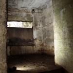 <!--:da-->Skytsrum til revolverkanon, Pothøj flankeringsbunker.<!--:--> <!--:de-->Geschützraum für Revolverkanone, Flankenbunker Pothöj.<!--:--> <!--:en-->Firing room for the revolving cannon, Pothøj flanking bunker.<!--:-->