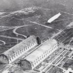 <!--:da-->Luftfoto af luftskib på vej mod Tobias-hallen.<!--:--> <!--:de-->Luftaufnahme von Luftschiff auif dem Weg zur Tobias-Halle.<!--:--> <!--:en-->Aerial photo of airship on its way to the Tobias hangar.<!--:-->